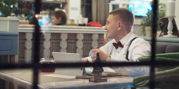 клиент ждет когда ему проверят документы