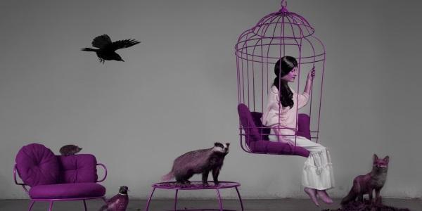 девушка в клетке со зверями