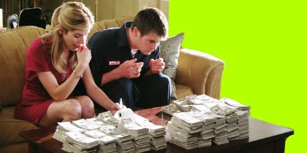 считаем деньги за рабочим столом